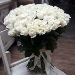 101 белая роза в Чернигове фото