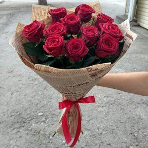 11 красных роз в Чернигове фото
