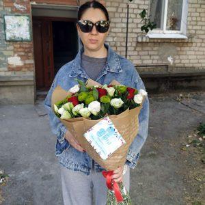 букет из роз, хризантем и эустом в Чернигове фото