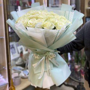 21 белая роза в Чернигове фото