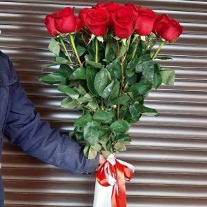 11 высоких метровых роз в Чернигове фото