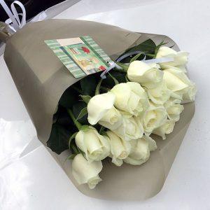 15 белых роз в Чернигове фото